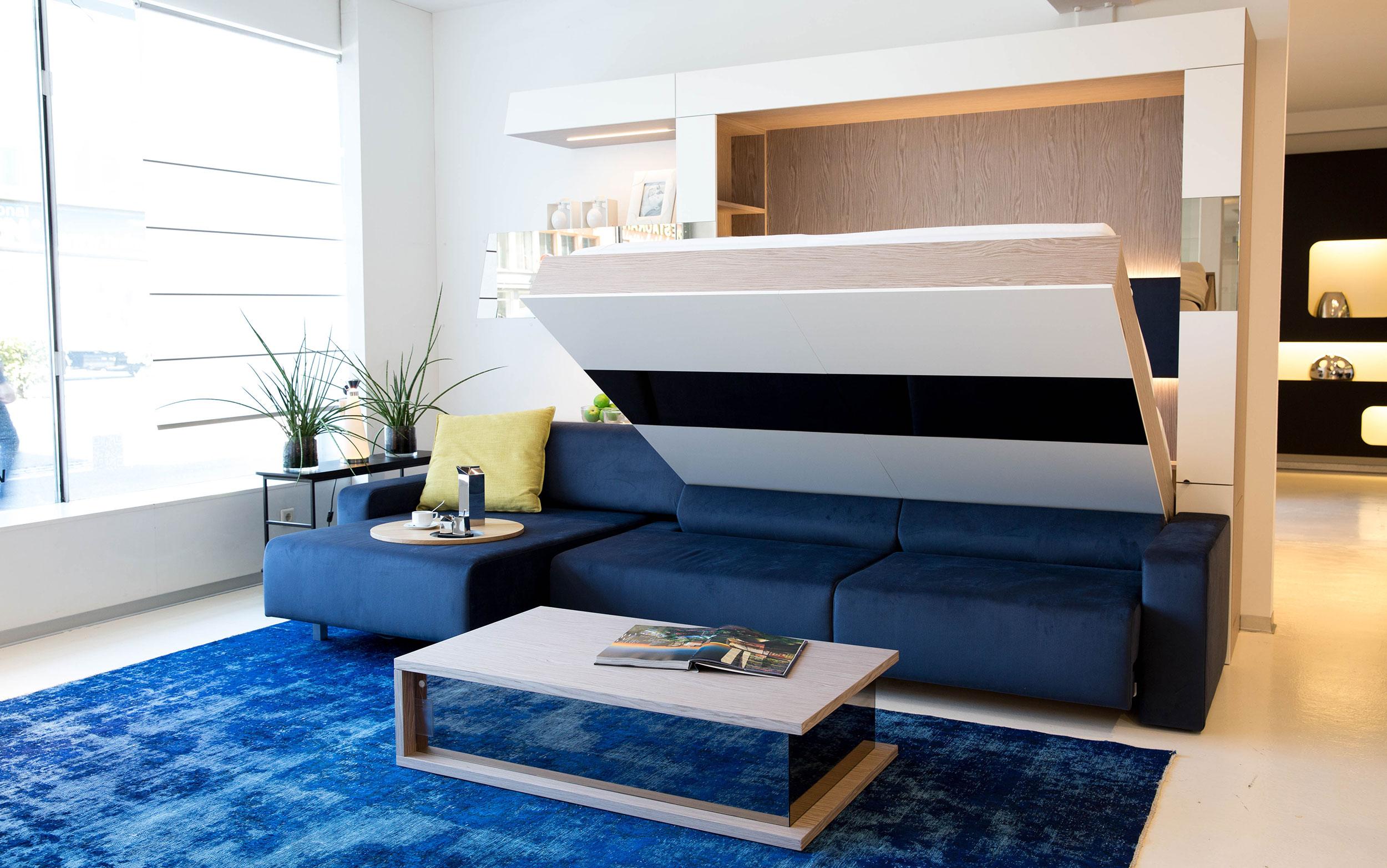 Ladenstein Klappbett mit Sofa halb geöffnet