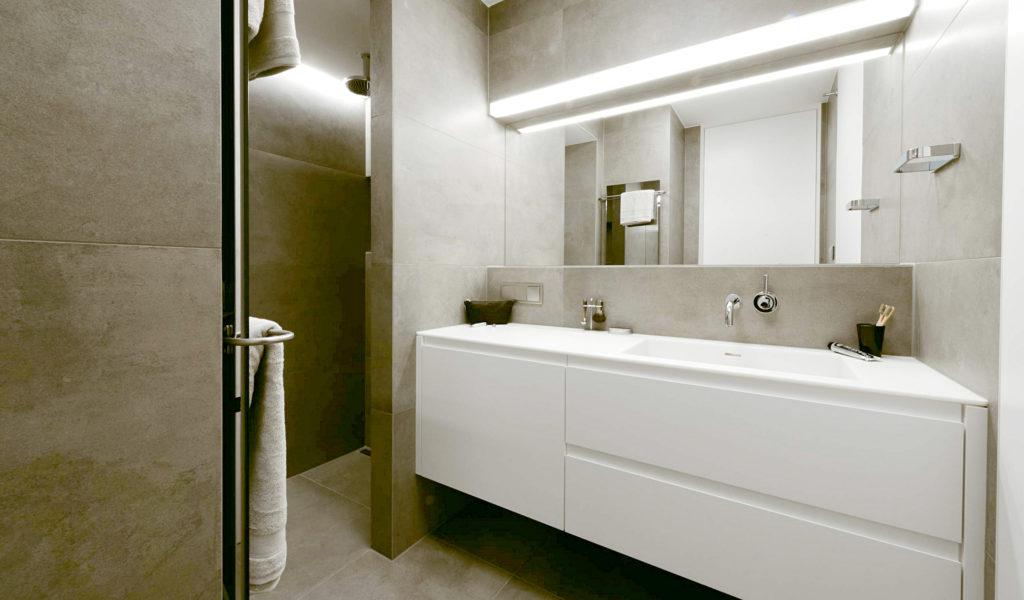 Ladenstein Microappartments Badezimmer Waschtisch Dusche